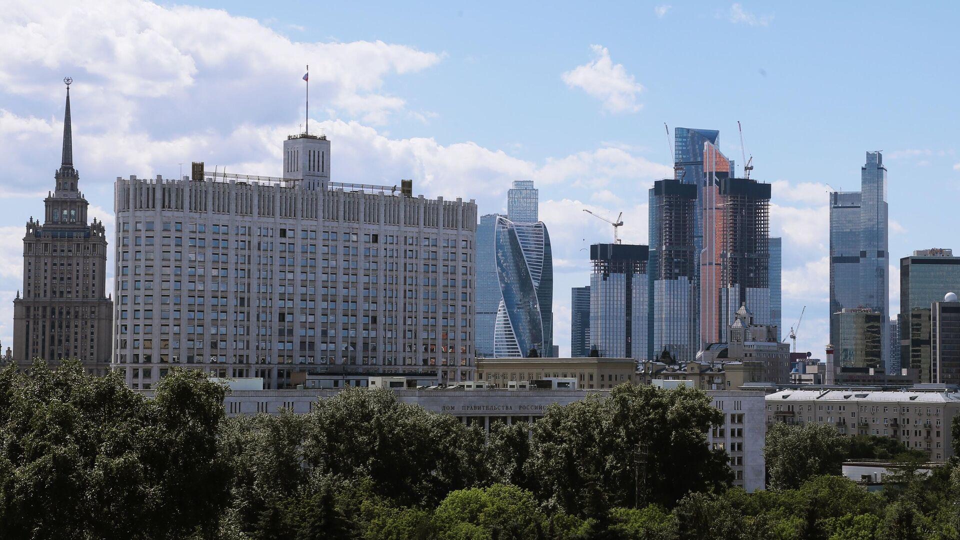 Высотное здание гостиницы Украина, Дом Правительства РФ и небоскребы делового центра Москва-сити - РИА Новости, 1920, 18.09.2020