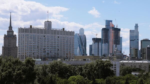 Высотное здание гостиницы Украина, Дом Правительства РФ и небоскребы делового центра Москва-сити