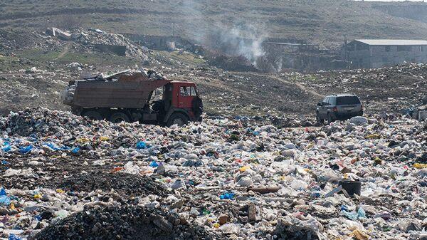 Мусорная свалка в Нубарашене, Армения