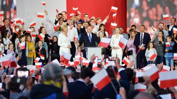 Президент Польши Анджей Дуда в своем предвыборном штабе в день выборов президента Польши в Варшаве