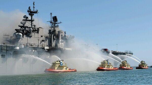 Пожар на борту десантного корабля на базе ВМС США в Сан-Диего