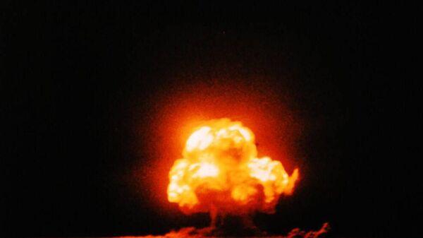 Первое в истории испытание  атомного оружия в Нью-Мексико, в местечке Аламогордо, США