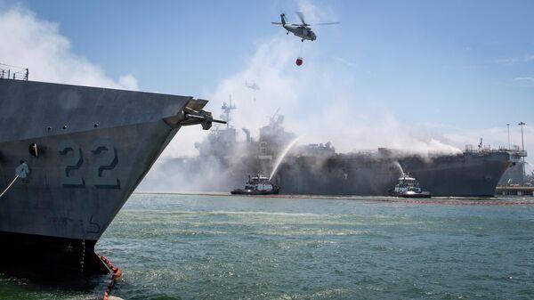 Пожар на десантном корабле USS Bonhomme Richard на военно-морской базе Сан-Диего