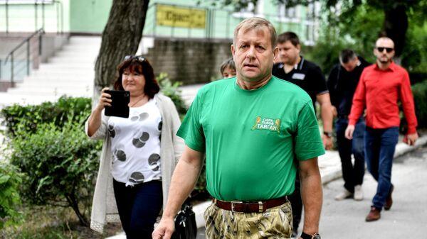 Владелец парка львов Тайган Олег Зубков у здания Белогорского районного суда Республики Крым