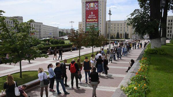 Очередь у здания ЦИК Белоруссии в Минске