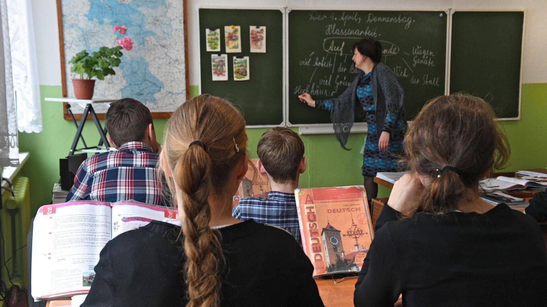 Ученики на уроке в школе - РИА Новости, 1920, 30.09.2020
