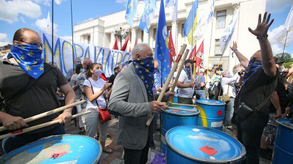 Участники акции протеста против законопроекта Бужанского о продлении преподавания на русском языке в школах Украины