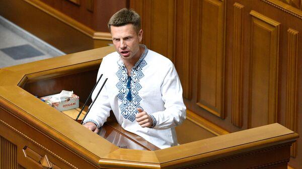 Депутат Алексей Гончаренко на торжественном заседании Верховной рады Украины по случаю 30-й годовщины принятия Декларации о государственном суверенитете Украины