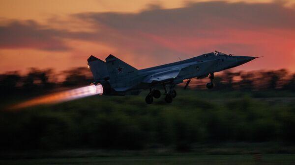 Истребитель-перехватчик МиГ-31 во время взлета