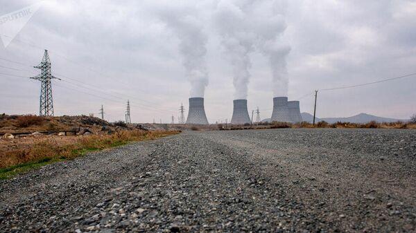 Армянская АЭС вблизи города Мецамор