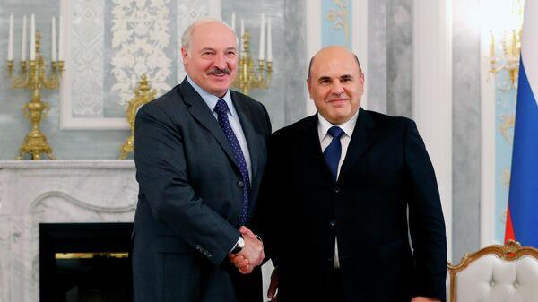 Председатель правительства РФ Михаил Мишустин и президент Белоруссии Александр Лукашенко во время встречи в Минске