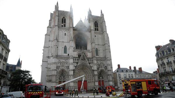 Ликвидация пожара в Соборе святого Петра и Павла в Нанте, Франция