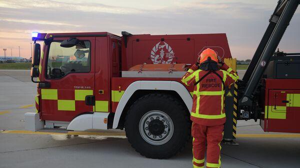 Пожарный в парижском аэропорту Орли