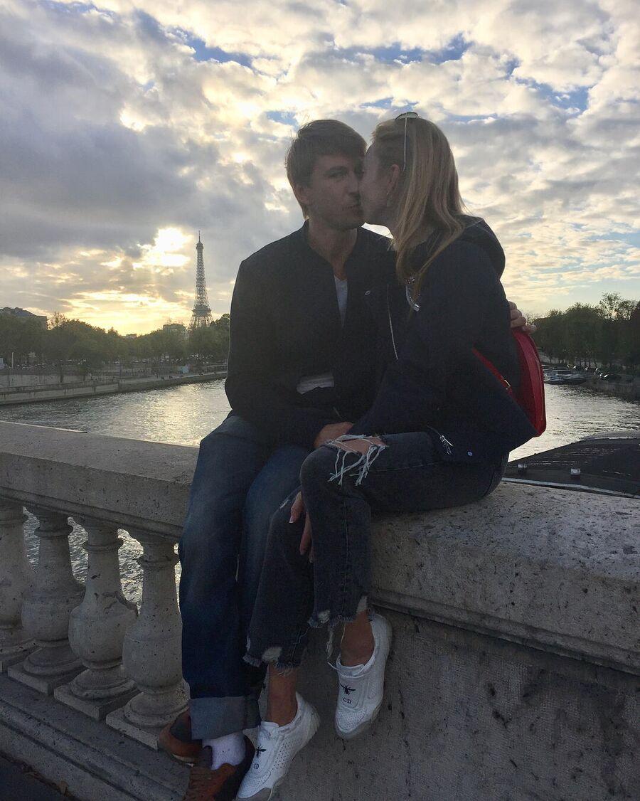 Алексей Ягудин с супругой в Париже