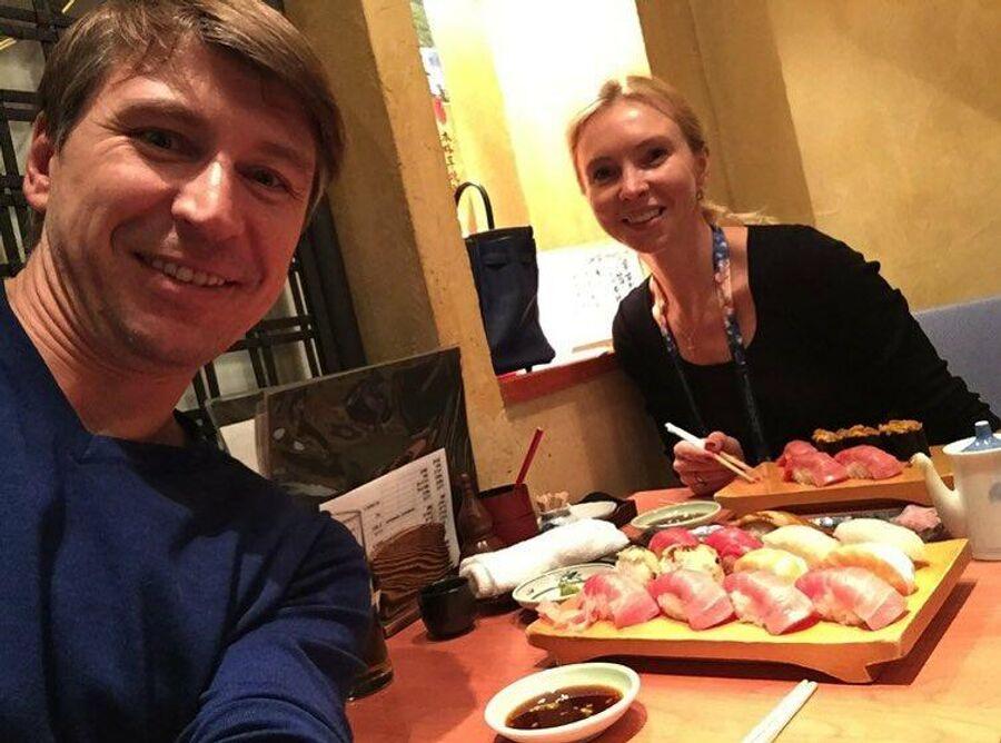 Алексей Ягудин с супругой в Токио