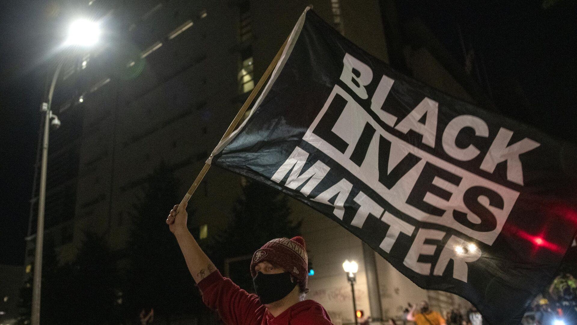 Протестующий из движения Black Lives Matter в американском Портленде - РИА Новости, 1920, 20.10.2020