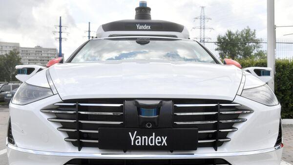 Беспилотный автомобиль, представленный компанией Яндекс в Москве