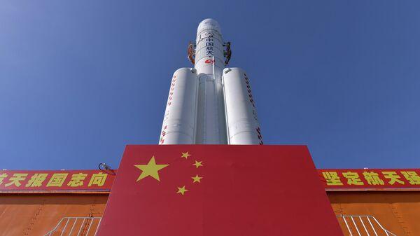 Ракета Чанчжэн-5  в космическом центре  Вэньчан в китайской провинции Хайнань