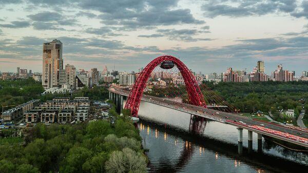 Живописный мост через Москву-реку.
