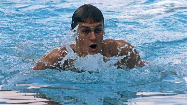 Рекордсмен СССР в плавании на 200 метров брассом Робертас Жулпа