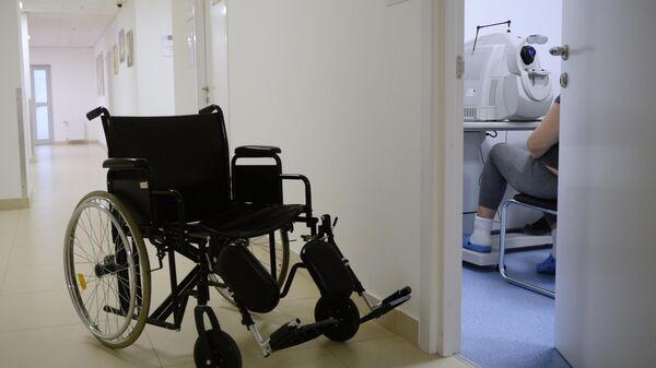 Инвалидная коляска в коридоре Института диабета ФГБУ НМИЦ эндокринологии