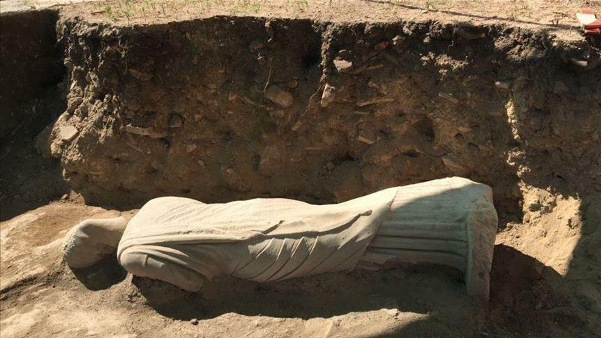 1700-летняя статуя женщины эллинистического периода, найденная в древнем городе Перге, ныне находящемся в турецкой средиземноморской провинции Анталья - РИА Новости, 1920, 29.07.2020