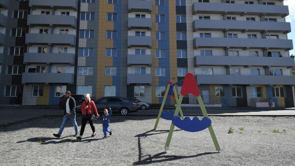 Вручение первых ключей от квартир жильцам нового дома в Новосибирске