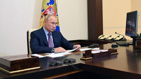 Президент РФ Владимир Путин проводит в режиме видеоконференции совещание по вопросам о санитарно-эпидемиологической обстановке в РФ