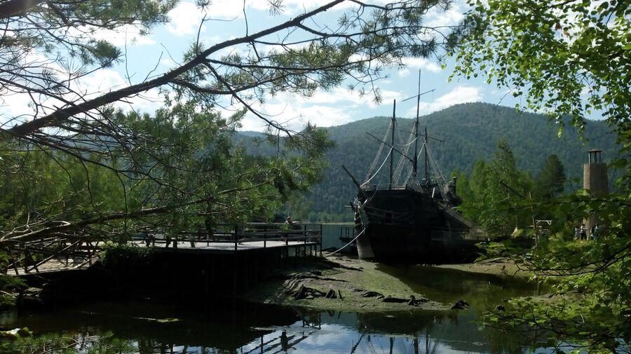 Пиратский корабль, Тортуга