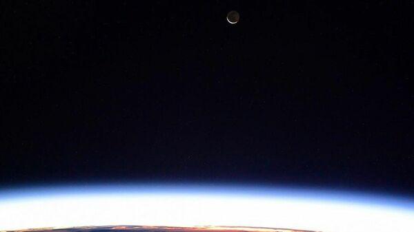 Вид на Луну с борта МКС