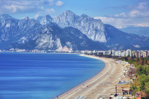 Пляж Коньяалты в Анталье, Турция