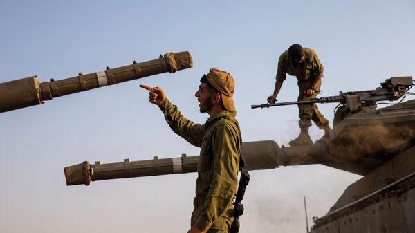 Израильские солдаты на Голанских высотах рядом с сирийской и ливанской границами