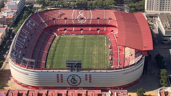 Футбольный стадион Рамон Санчес Писхуан в Севилье