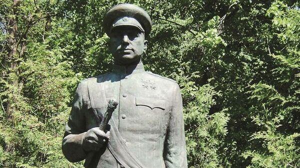 Памятник маршалу Советского Союза Константину Рокоссовскому