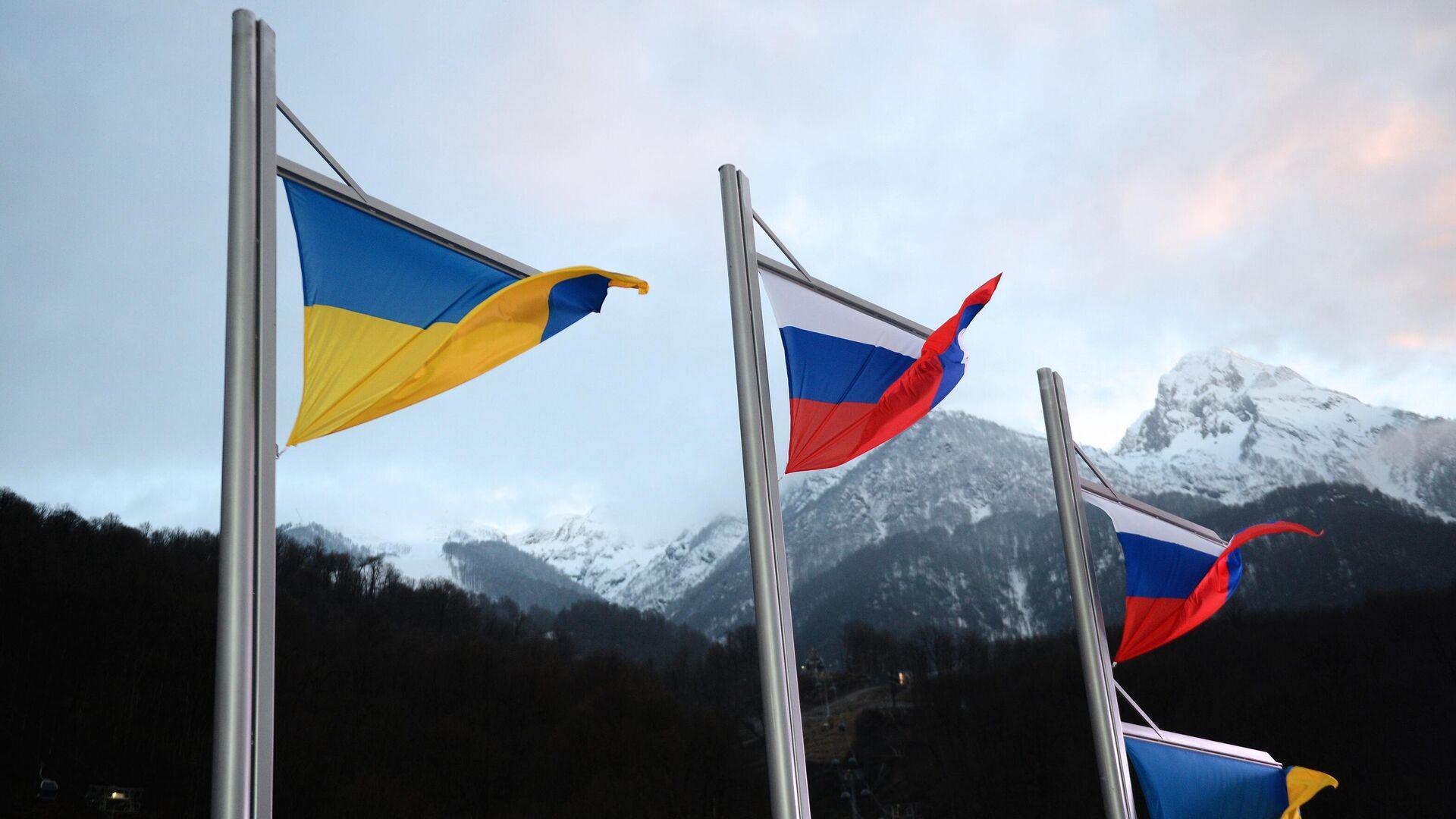 Национальные флаги Украины и России  - РИА Новости, 1920, 13.10.2021
