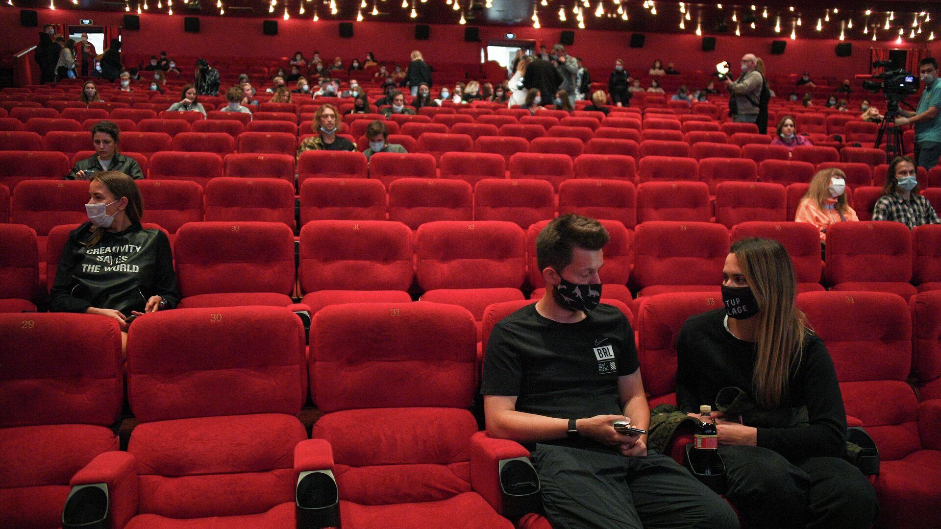 Зрители в зале перед показом фильма в кинотеатре Каро 11 Октябрь в Москве - РИА Новости, 1920, 25.09.2020
