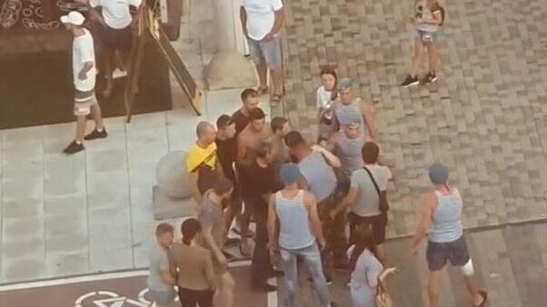 Скриншот видео драки с участием десантников