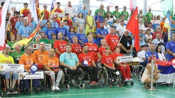 Участники физкультурно-спортивного фестиваля для людей с инвалидностью