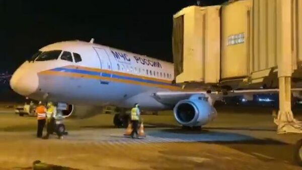 Кадры прибытия в Бейрут первого самолета МЧС РФ с помощью