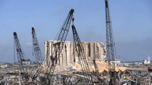 Разрушенный порт города Бейрут