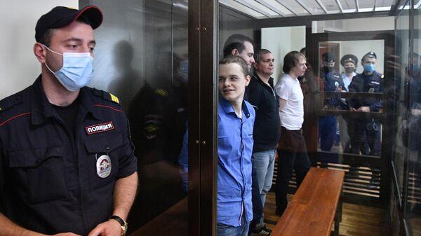 Фигуранты дела Нового величия  во время оглашения приговора в Люблинском суде города Москвы. 6 августа 2020