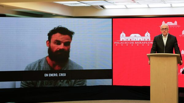 Вице-президент Венесуэлы Хорхе Родригес показывает видео с задержанным американцем Айраном Берри, состоящим в военной структуре  Silvercorp USA