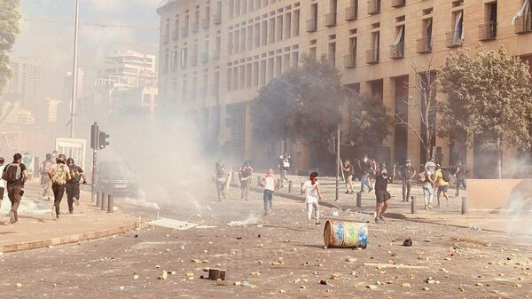 В центре Бейрута у здания парламента начались столкновения демонстрантов и полиции