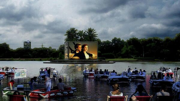 Плавучий кинотеатр в Тель-Авиве