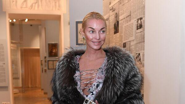 Балерина Анастасия Волочкова на открытии выставки картин художника Никаса Сафронова Иные миры