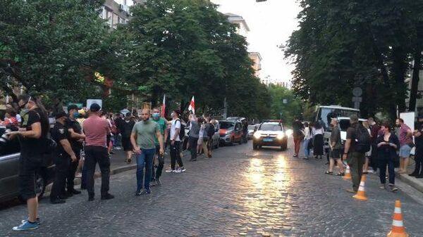 Митинг несогласных с итогами белорусских выборов у посольства в Киеве