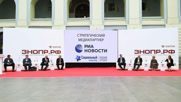 Участники пленарной сессии Опыт Москвы по борьбе с COVID-19: быстрое строительство и перепрофилирование больниц в условиях пандемии