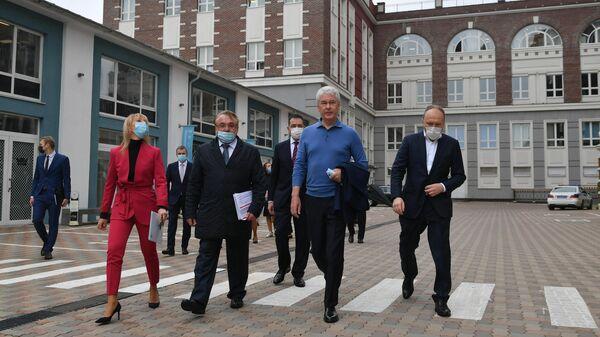 Мэр Москвы Сергей Собянин во время осмотра хода реализации проекта реновации промзоны Братцево в Москве