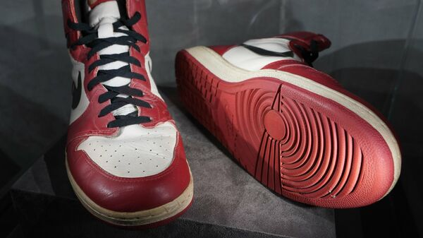 Пара кроссовок Майкла Джордана.
