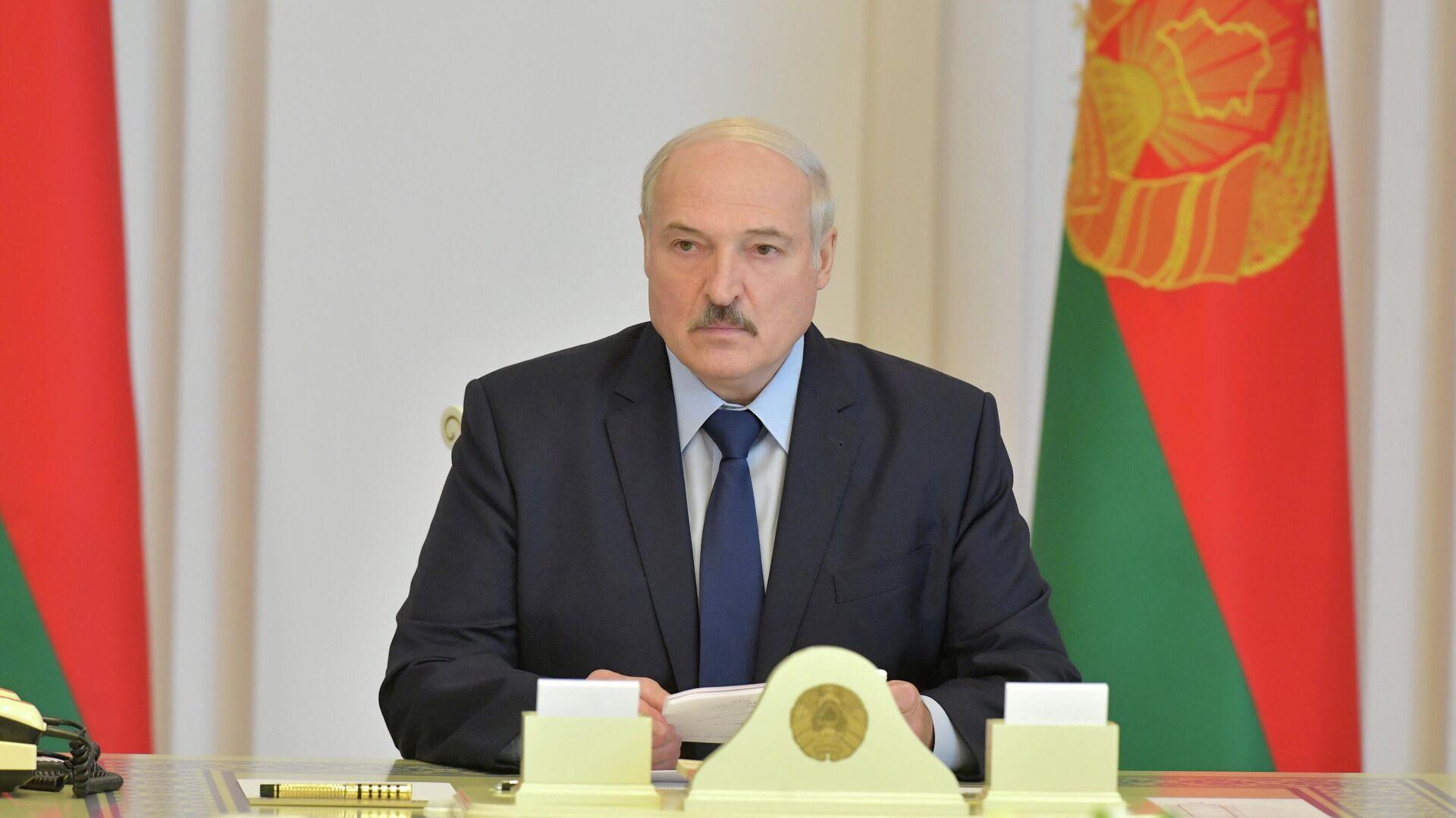 Президент Белоруссии Александр Лукашенко во время совещания в Минске - РИА Новости, 1920, 01.09.2020